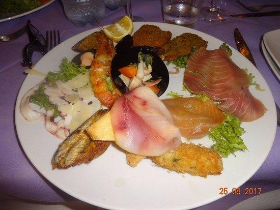 Brattiro, Ιταλία: antipasto di mare, buonissimo e abbondante, se volete assaggiare tutto, consiglio uno in due