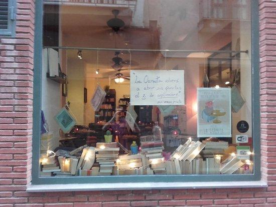 La Qarmita Bookshop-Cafe: Pequeñas mejoras con las nuevas dueñas.