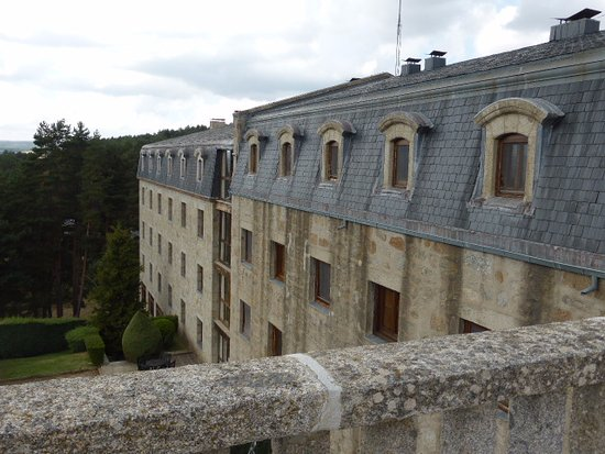 Navarredonda de Gredos, Spain: balcony view of rear of hotel