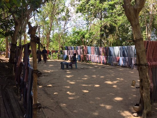 Watublapi, Indonesien: The long line of ikat weaving