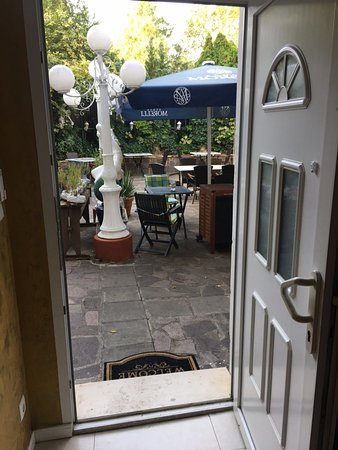 Hotel Don Giovanni: door from 212 to the patio
