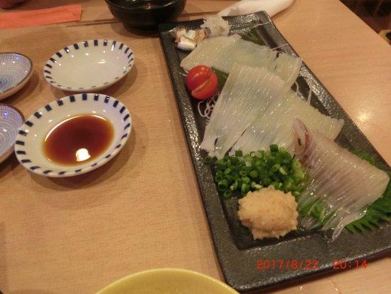 Hachinohe Yatai Village Mirokuyokocho: いかの活造り ワサビと生姜の両方で召し上がりください。