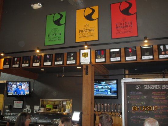 Sunriver, OR: Banners over bar