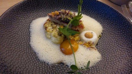 Wepion, Bélgica: Filet de rouget barbet, déclinaison de chou fleur, jaune d'oeuf à 62°