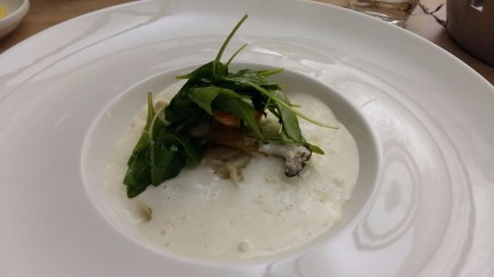 Wepion, Bélgica: Raviole de homard, king eryngii, duxelles de champignons, crémeux au Parmesan