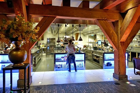 Woerden, Ολλανδία: Abendlicher Blick zum Buffetbereich im Speisesaal (Juli 2017)