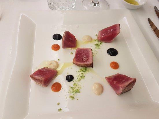 Salgareda, Italy: Tataky di tonno grigliato con maionese al latte di soia e piselli al wasabi