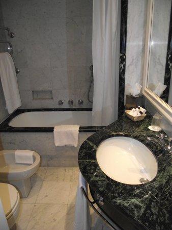 Grand Hotel Sitea: bagno camera singola