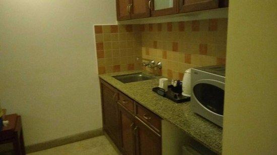 Club Mahindra Fort Kumbhalgarh: kitchenette area
