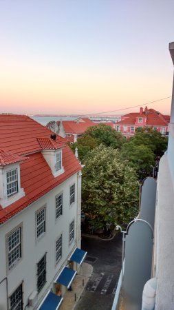 Lisboa Carmo Hotel: Room with a view