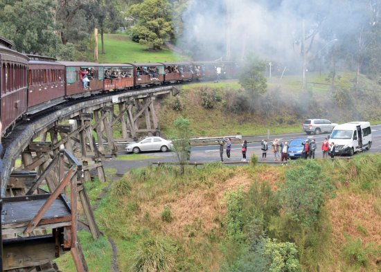 Belgrave, Australia: Over the trestle bridge