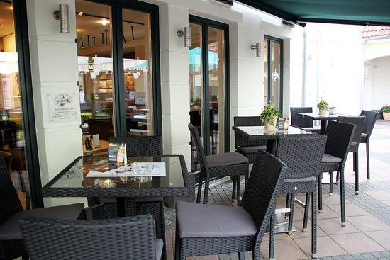 Obertshausen, Jerman: Kaffee K - gemütlich drinnen und draußen