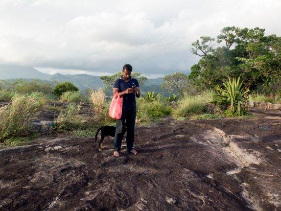 Mawanella, Sri Lanka: eigenaar Sakula hart voor zwerfhonden !