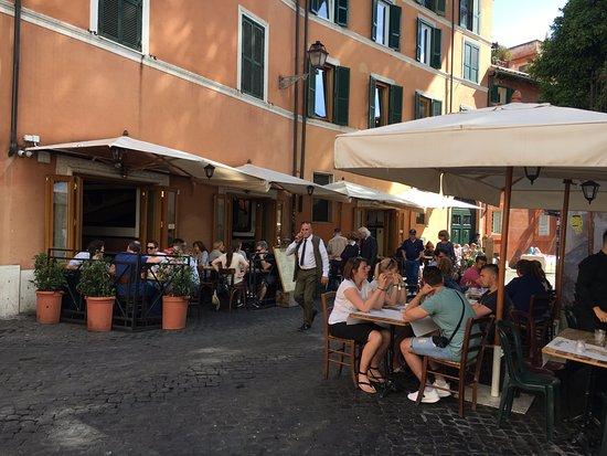 L 39 esterno del ristorante foto di tonnarello roma for L esterno del ristorante sinonimo