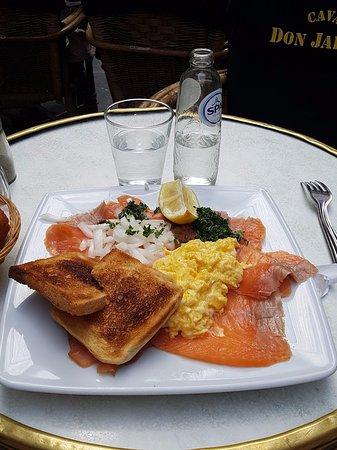 saumon oeufs brouillés