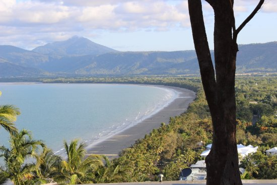The Port Douglas Outrigger: The beach at Port Douglas