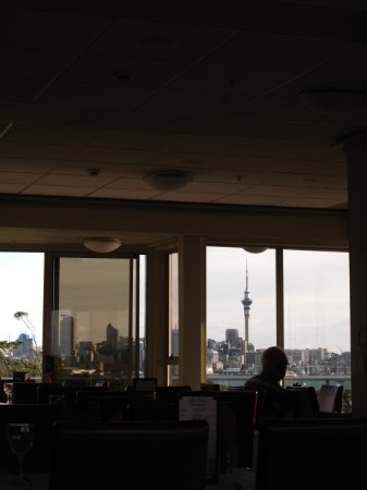 Bayswater, New Zealand: 上階にあるレストランからの眺めです。スカイタワーが望めます。