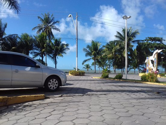 Porto Calem Praia Hotel: Entrada estacionamiento