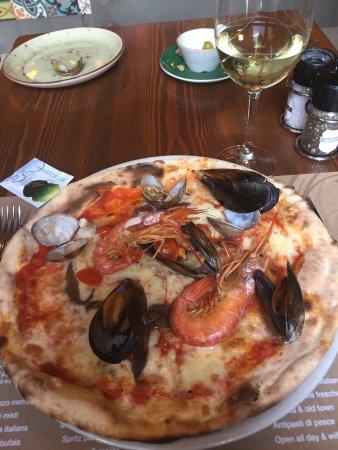 sale pepe pizzeria barrio pizza aux fruits de mer - Four A Pizza Interieur