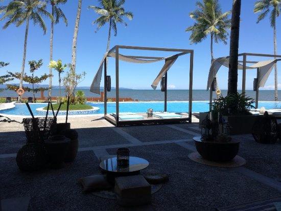 Palo, Philippines: la piscine principale vue du lobby