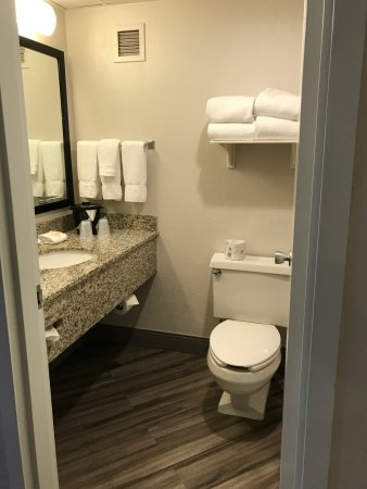 La Quinta Inn & Suites Clifton / Rutherford: photo1.jpg