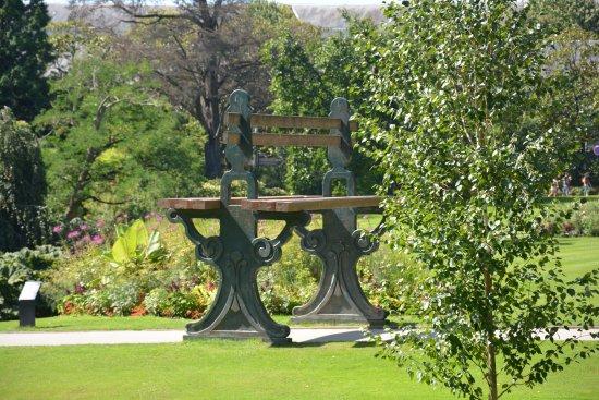 Le Banc Geant Photo De Jardin Des Plantes Nantes Tripadvisor
