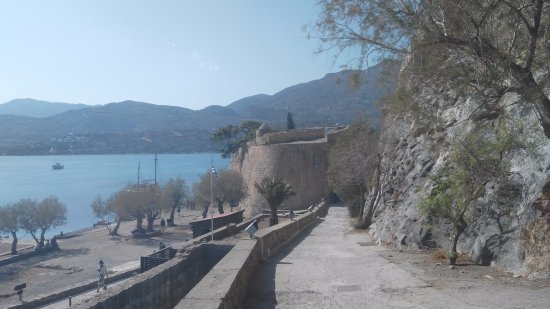 Boat Day Trips Spinalonga: Вокруг крепости
