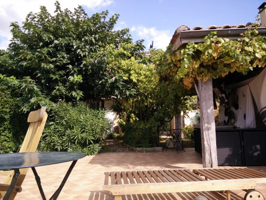 Pujols, France : terrasse