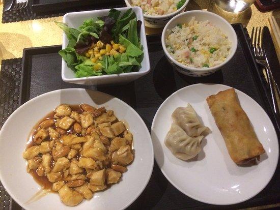 Leon d'Oro: pollo alle mandorle, ravioli di carne e involtino