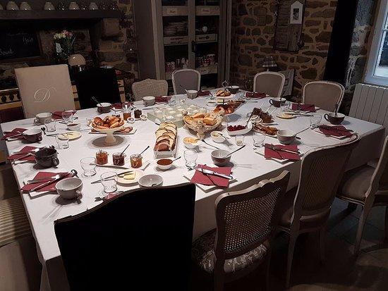 Évran, France : Petit déjeuner délicieux