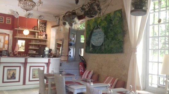 Saignon, Fransa: La salle intérieure