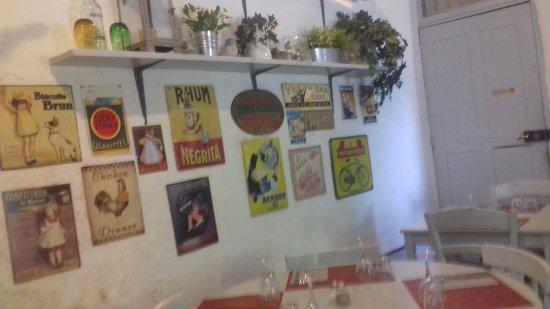 Saignon, Francia: Une autre vue de la salle