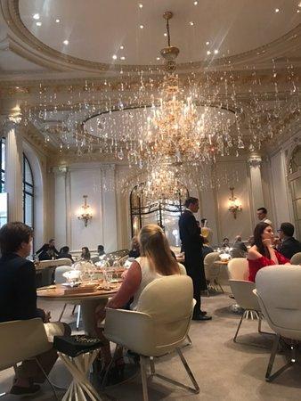 Alain Ducasse au Plaza Athénée: Salle de restaurant