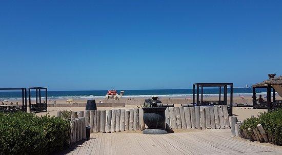 Hotel Sofitel Agadir Thalassa Sea & Spa: vue de la piscine vers la plage