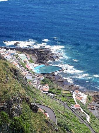 Santa Maria, Portogallo: Baía da Maia, a Grota é mesmo ao lado daquela piscina