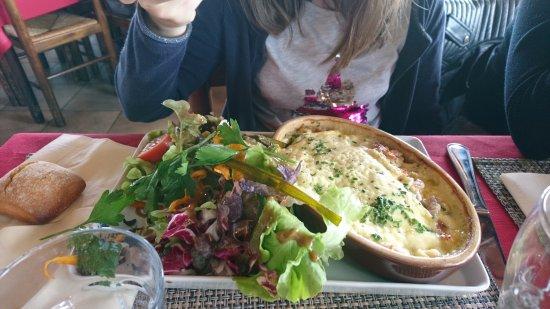 """Les Saisies, Prancis: """"Croziflette"""" = Tartiflette avec des crozets, petites pâtes régionales"""