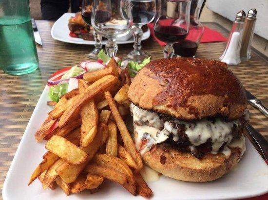 Corbigny, França: Burger avec steack de 360g.