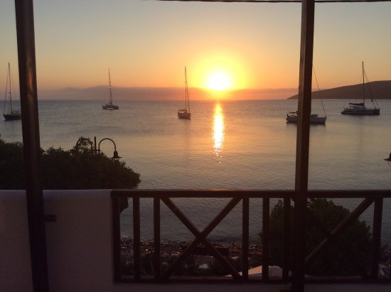 Anemoessa Studio Apartments: sun rise from the terrace