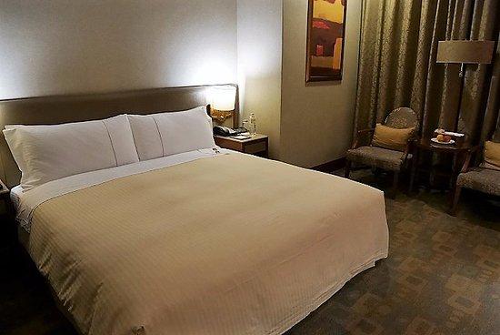 San Want Residences: ベッドが大きいけど、相手が動く度に目が覚めました。