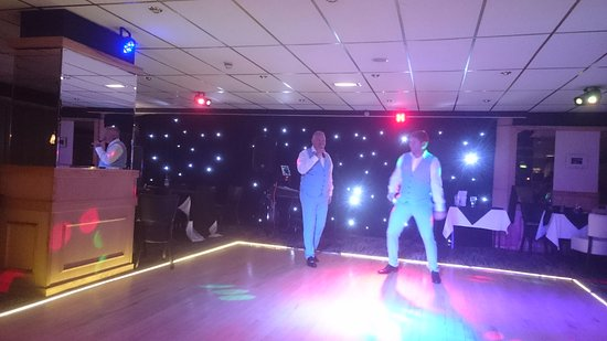 Doric Hotel: Fab singers Chris and Ian