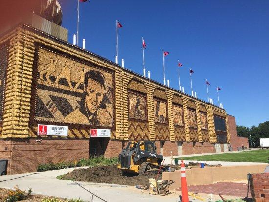 Mitchell, South Dakota: outer corn mural