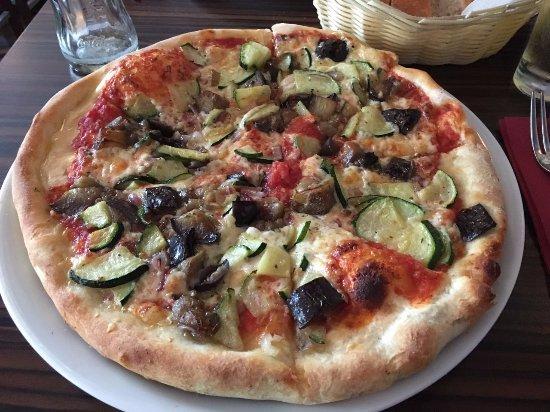 Trattoria Bella Italia: Vegetarian Pizza