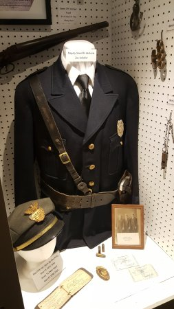 Williamson County Historical Museum and Library: Sheriff's Display