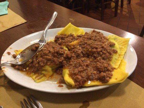 Istia d'Ombrone, Itália: Tortelli al ragù