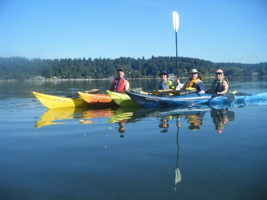 Vashon, Вашингтон: Family paddling in beautiful Quartermaster Harbor