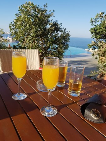 Panorama Hotel - Chania: Drinks before dinner