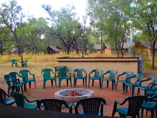 Bungle Bungle Wilderness Lodge: Le soir... ce sera au coin du feu. Le matin on y prépare de délicieuses omelettes