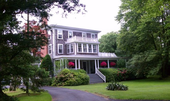 Old Sea Pines Inn: A rainy day on Cape Cod