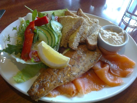 Avon, UK: Superb Smoked Salmon and Mackerel Salad, at the Tyrrells Ford Country Inn & Hotel