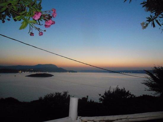 Plaka, Yunani: Этот вид с места за столом